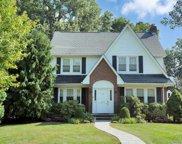 82 Plandome Ct, Manhasset image
