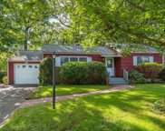 147 Hoover  Place, Centerport image