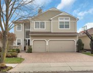 4 Cove Ln, Plainview image