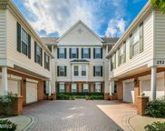 25272 RIFFLEFORD SQUARE Unit #304, Chantilly image
