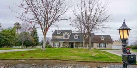 Home in Clovis 93619