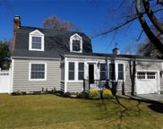 15 Winthrop  Ct, Blue Point image