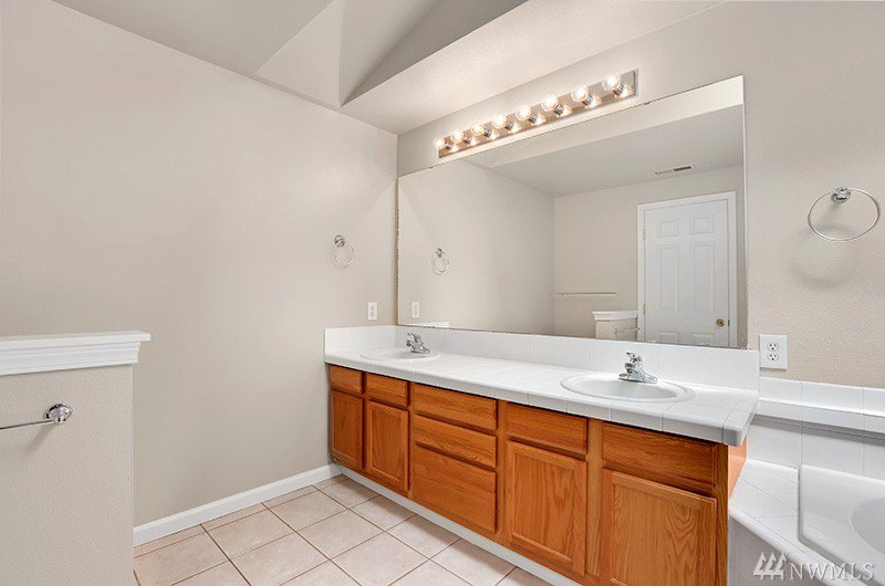 how to paint ceramic tile in a bathroom 26412 103rd ave se kent wa high ridge place condo east hill 26412