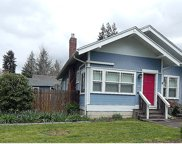 794 E 2, Coquille image