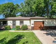 933 S Sneve Ave, Sioux Falls image