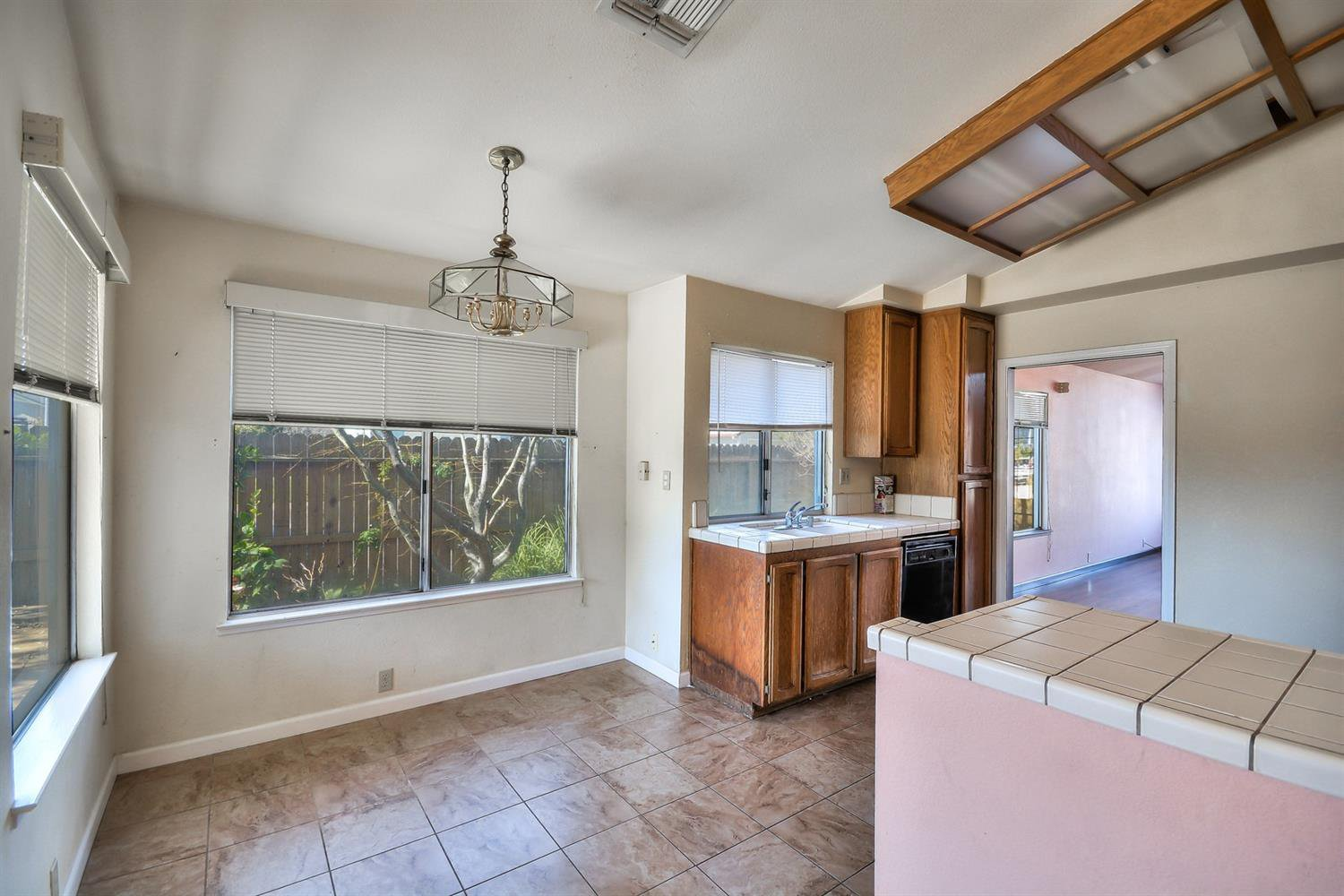 8400 Pastori Way Sacramento 95828 California Mls 18013397