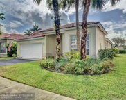 9 Gables Blvd, Weston image