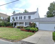 50 Meadow Dr, Woodmere image