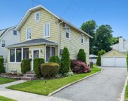 87 Carlyle  Place, Roslyn Heights image