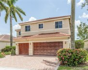 1042 Fairfield Meadows Dr, Weston image