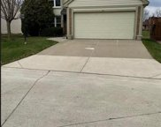 372 HUNTINGTON CT, Rochester Hills image