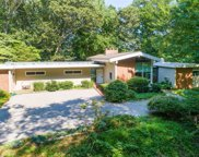 20  Tennis Court Road, Cove Neck image