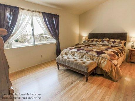 20434 Kesley St Santa Clarita CA 91351 master bedroom