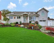 2982 Brentwood  Ct, Wantagh image