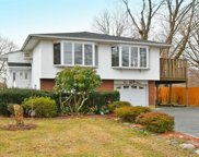 593 Old Bethpage Rd, Old Bethpage image