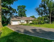 11 Soundview  Drive, Great Neck image