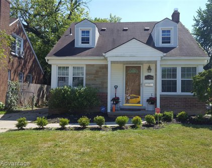 21208 COUNTRY CLUB, Harper Woods