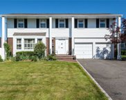 16 Carriage  Road, Roslyn image
