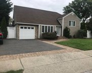 2355 Bayview Ave, Wantagh image