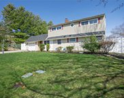 211 Red Maple Dr, Levittown image
