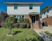 196-43 53rd Ave, Fresh Meadows image