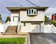 16 East Ave, Hicksville image