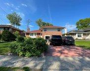 15 Oakdale  Drive, Westbury image