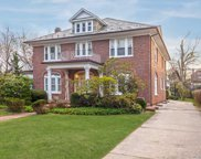 25 Wyckoff Pl, Woodmere image