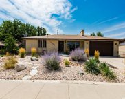 10402 S Weeping Willow Dr, Sandy image