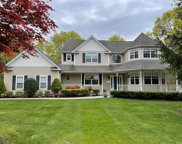7 Tee View  Court, Manorville image