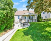 39 Lakeview  Avenue, Scarsdale image