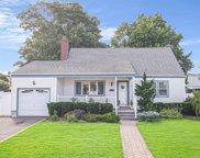 67 Oakwood  Avenue, Farmingdale image