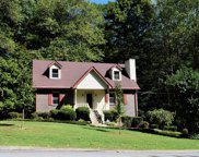 1011 Valley Ln, White House image