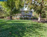 2 Tarry Lane, Orinda image