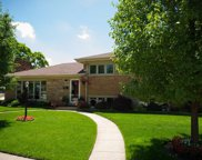 4001 West Lunt Avenue, Lincolnwood image