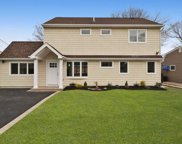 275 E Twin Ln, Wantagh image