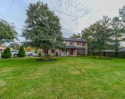 2 Golfview Dr, Northfield image