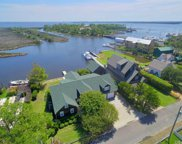 607 Croatan Avenue, Manteo image