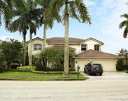 1642 Victoria Pointe Cir, Weston image