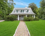 16 Oak Ln, Glen Cove image