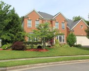 8596 CROSSPOINTE GLEN COURT, Lorton image