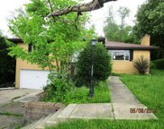 215 Circle Dr, White Oak image