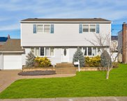 18 Moore Dr, Bethpage image