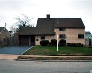 105 Sprucewood Dr, Levittown image