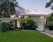 10 Wood  Drive, Oyster Bay image