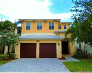10464 Nw 70th Ln, Doral image