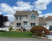 24 Peachtree  Court, Holtsville image