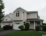 3002 Willow Pond Dr, Riverhead image