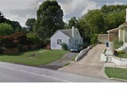 16 Chestnut Parkway, Wallingford image