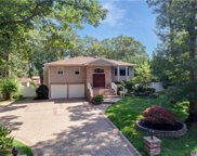 39 Kennedy Dr, Plainview image
